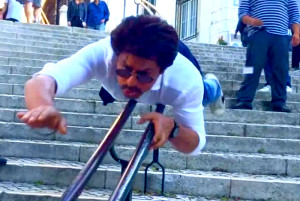 Watch Shah Rukh Khan trying to imitate Superman