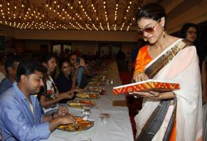 Watch kajol at Durga Puja Pandal