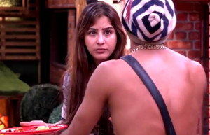 Akash Dadlani forcibly kissing Shilpa on 10