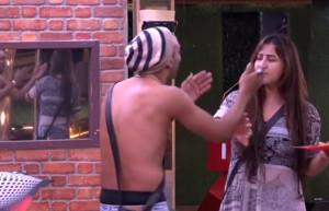 Akash Dadlani forcibly kissing Shilpa on 13