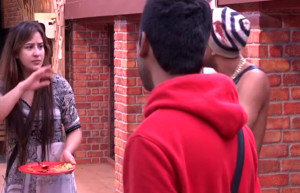 Akash Dadlani forcibly kissing Shilpa on 4