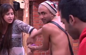 Akash Dadlani forcibly kissing Shilpa on 6