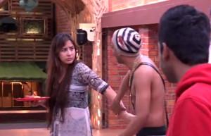 Akash Dadlani forcibly kissing Shilpa on 7